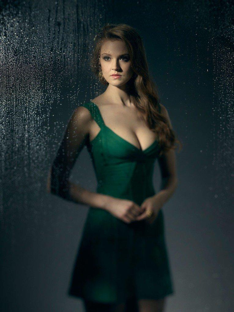 Maggie-Geha-as-Poison-Ivy-Gotham